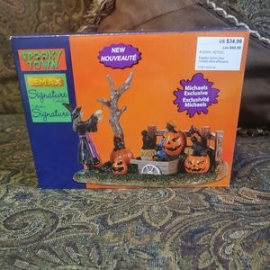 Bnwt, limited edition helloween decoration